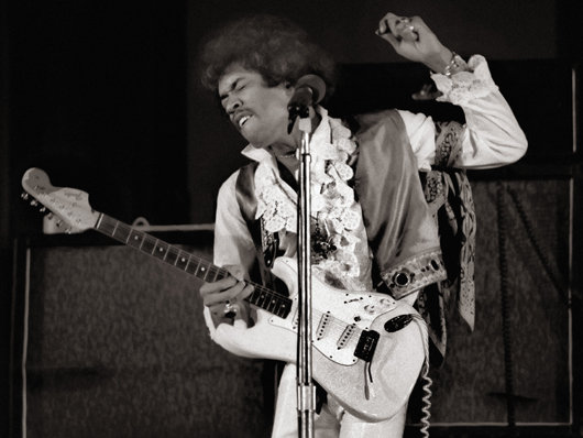 jimi-hendrix-1968-hollywood-bowl-corbis-530-85.jpg